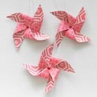 Etiquettes cadeaux moulins à vent rouges