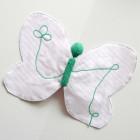 Doudou papillon vert et rose à rayures blanches