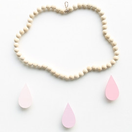 Mobile nuage en perles de bois Framboise