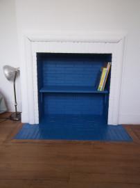 diy transformer une chemin e en biblioth que f e pas ci f e pas a. Black Bedroom Furniture Sets. Home Design Ideas